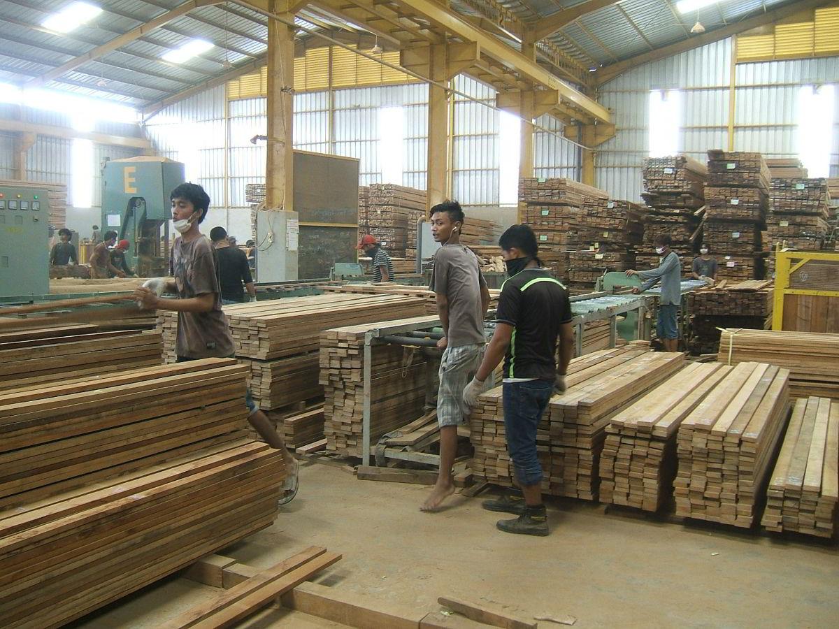 Perusahaan kayu 13