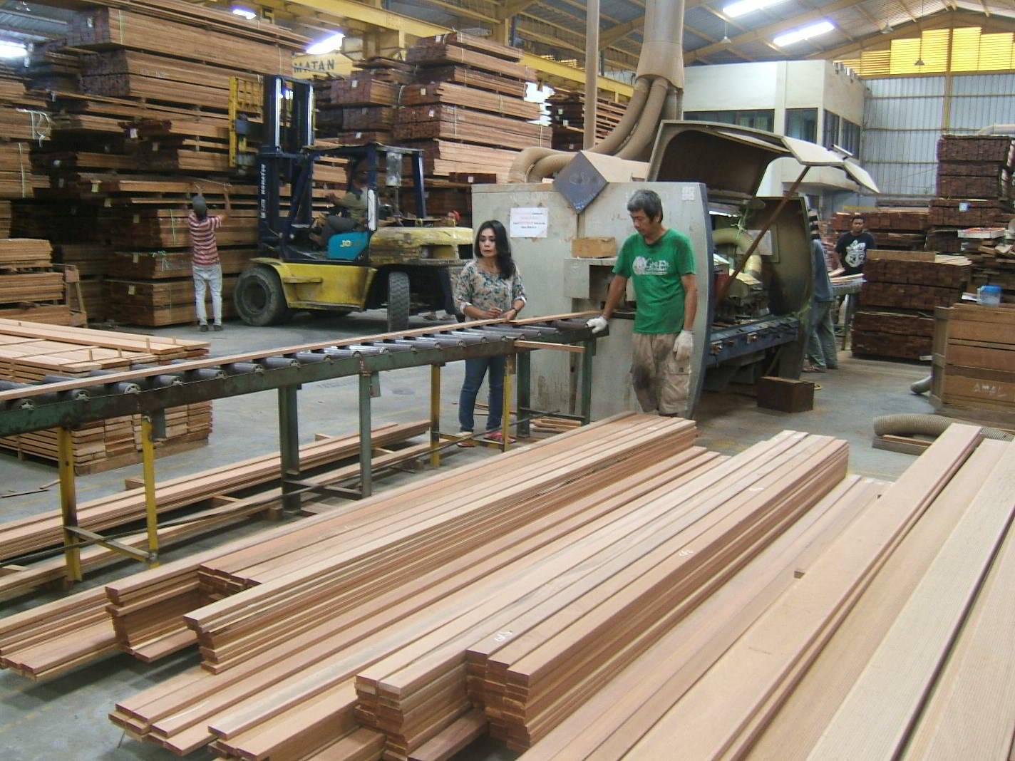 Perusahaan kayu 7