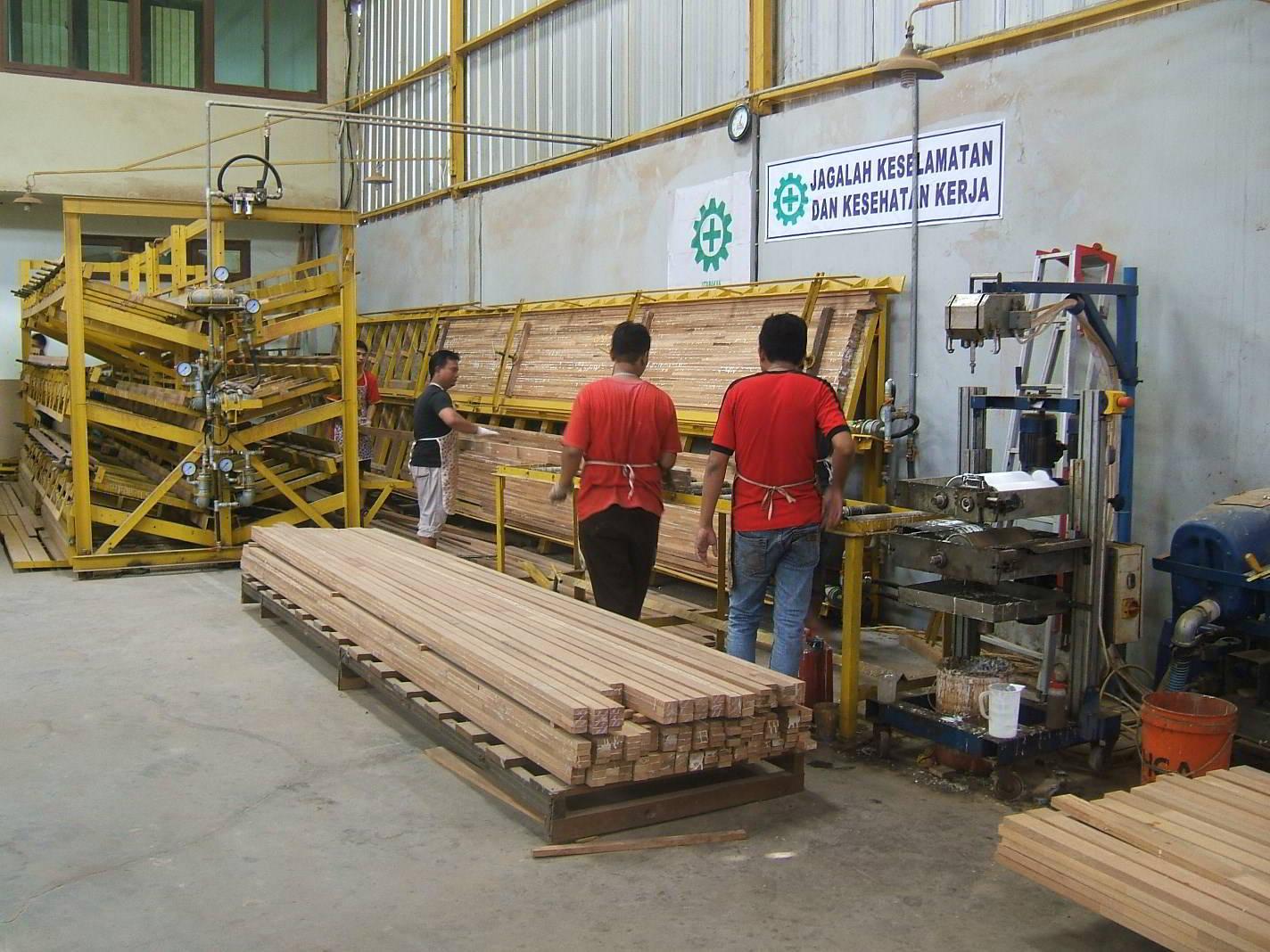 Perusahaan kayu 8
