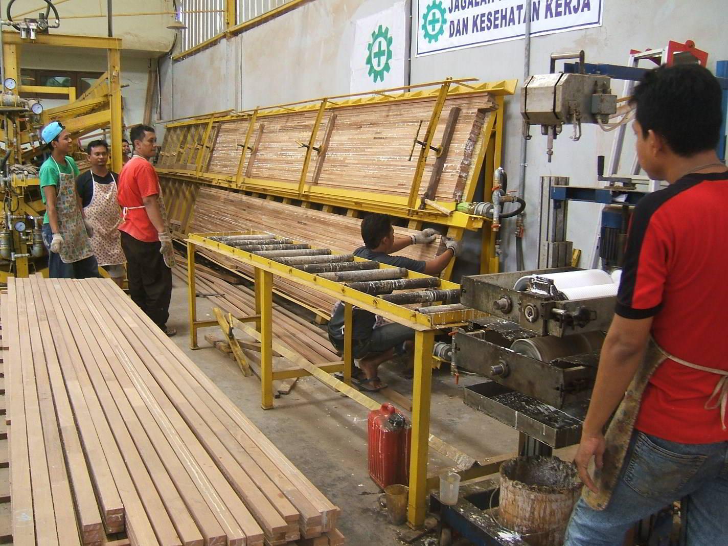 Perusahaan kayu 9
